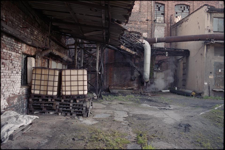 http://www.areksoltysik.com/files/gimgs/15_myszkow-fabryka-papieru-07.jpg